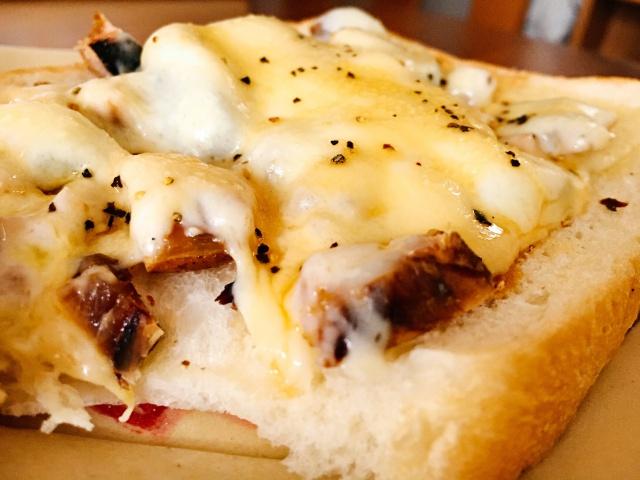 サバ節チーズトーストは衝撃のうまさだ!